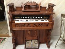 Antique Organ in Oswego, Illinois