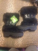 NWT Winter Boots sz 9 in 29 Palms, California