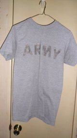 PT shirt short sleeve xsmall in Fort Campbell, Kentucky